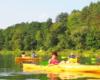 Spływ kajakami po rzece San to lepsza przygoda od spływu pontonami. Siedziby z prostymi plecami, a nie na boku, nie zanużamy się tak głęboko i można szybciej płynąć. Zapraszamy na wycieczkę jednodniową po Bieszczadach Wodami Rzeki San.