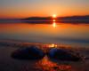 Małża w promieniach zachodzącego słońca nad Zalewem Solińskim. Czasami tak małe atrakcje tworzą tak niepowtarzalny klimat w Bieszczadach...