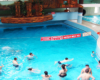 Basen z przeciw falą wewnątrz całorocznych basenów termalnych Aquariusz w Sosto Furdo ' Sóstófürdő, czyli dzielnicy wypoczynkowej Nigerhazy ' Nyíregyháza - zdjęcie wykonane na wycieczce jednodniowej na Węgry.