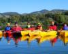 Spływa kajakami po Bieszczadach początkiem kolorowej jesieni. Z takimi turystami można wybrać się na każdą wycieczkę i rzekę górską!