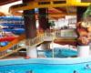 Zjeżdżalnie wewnątrz całorocznych basenów termalnych Aquarius w Sosto Furdo ' Sóstófürdő. Tu każdy coś znajdzie dla siebie na wycieczce jednodniowej na Węgry organizowanej dla turystów wypoczywających w Bieszczadach, Beskidzie Niskim i ogólnie na Podkarpaciu.