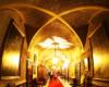 Nawet korytarze wewnątrz zamku w Łańcucie robią ogromne wrażenie i są nagromadzeniem dzieł sztuki - zarówno na ścianach, jak i w postaci mebli. Takie atrakcje na wycieczce jednodniowej Kolej Na Łańcut dla turystów z Bieszczad.