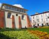 Jedna z dwóch synagog w Rzeszowie. To jest pierwsza atrakcja, o której opowiada przewodnik podczas zwiedzania Rzeszowa na wycieczce jednodniowej Kolej Na Łańcut.