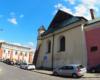 """Stara i nowa synagoga w Rzeszowie są niemal obok siebie. Obok nich przechodzimy w stronę rynku stolicy Województwa Podkarpackiego na wycieczce jednodniowej """"KOLEJ na Łańcut""""."""