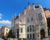 W centrum Rzeszowa jest wiele pięknych kamienic - w tej mającj ponad 100 lat mieści się bank. Znajduje się na przeciw Zamku Lubomirskich na starówce Rzeszowa.