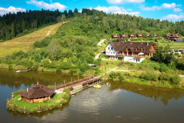 SMOLNIK - Wilcza Jama, czyli noclegi w komfortowych domkach i jedna z najlepszych w Bieszczadach restauracja