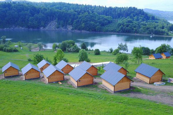 ZAWÓZ - Domki WATAHA położone bezpośrednio nad Zalewem Solińskim.