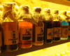 Alkohole jakie można kupić po zwiedzaniu restauracji Lampa Naftowa, podczas wycieczki jednodniowej z przewodnikiem po starówce Lwowa, organizowanej dla turystów odpoczywających w Bieszczadach zimą.