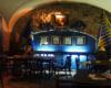 Wnętrze restauracji Niebieska Flaszka. To jedna z najmniejszych klimatycznych restauracji Lwowa, ale z najlepszym grzańcem i strudlem na ciepło.