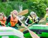 Na spływ pontonami w Bieszczadach po rzece San nie ma co zabierać cennych rzeczy, bo aby atrakcja była niezapomniana to trzeba również troszkę poczuć na sobie wodę ;-) Organizatorem najlepszych spływów pontonami w Bieszczadach jest Tobiasz Wójcik i jego firma www.BieszczadyAktywnie.pl