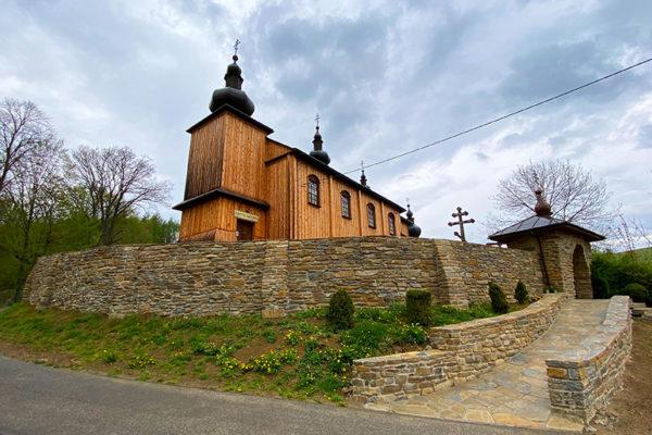 Drewniana cerkiew w Morochowie na pograniczu Bieszczad i Beskidu Niskiego - na Szlaku Ikon Doliny Rzeki Osława.