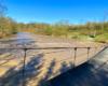 Zdjęcie panoramiczne kładki linowej w Wysoczanach zawieszonej nad rzeką Osława. Wszystko w pięknej scenerii na granicy Bieszczad i Beskidu Niskiego.