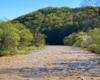 Widok z kładki linowej w Wysoczanach w stronę Rezerwatu Przyrody Przełom Osławy Pod Mokrem. To przepiękne miejsce położone zarówno w Bieszczadach, jak i w Beskidzie Niskim.