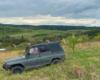 Podczas wyprawy samochodem terenowym UAZ na pograniczu Bieszczad i Beskidu Niskiego nie tylko pokonujemy strome góry, ale również podziwiamy widoki, przyrodę, cerkwie, kładki linowe i o tym wszystkim opowiadają nasi przewodnicy.