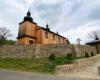 Cerkiew w Morochowie z 1837r. użytkowana jest prawosławnych. Położona jest na Szlaku Ikon Doliny Rzeki Osława na pograniczu Bieszczad i Beskidu Niskiego.