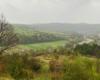 Widok ze wzgórza świętojańskiego na pogranicze Bieszczad i Beskidu Niskiego, a dokładnie miejscowość Mokre, która jest położona między tymi regionami turystycznymi.