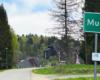 Tuż za tabliczką oznaczającą wjazd do miejscowości Muczne jest hotel i muzeum przyrodnicze zarządzane przez Centrum Promocji Leśnictwa i zaczyna się szlak górski prowadzący na Bukowe Berdo.