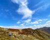Piękne chmury nad Bukowym Berdem w Bieszczadzkim Parku Narodowym podziwiane podczas wycieczki jednodniowe po najpiękniejszych zakątkach południowo wschodniej części Województwa Podkarpackiego.