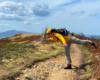 Próba ustania na jednej nodze podczas bardzo silnego wiatru wiejącego w Bieszczadzkim Parku Narodowym na Bukowym Berdzie. Jak widać można się dobrze bawić podczas wycieczek po Bieszczadach nawet podczas nie do końca niesprzyjających warunków pogodowych ;-)