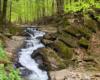 Wodospad Szepit na Potoku Hylatym, czyli na zboczach Połoniny Wetlińskiej w okolicach Zatwarnicy - to jedna z najpiękniejszych atrakcji w Bieszczadach i bardzo dobry pomysł na wycieczkę jednodniową po Bieszczadach.