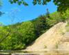 Ściana Olza z odkrywką fliszu karpackiego w Zawadce Rymanowskiej podziwiane z brzegu rzeki Wisłok - to nasza propozycja na wycieczkę jednodniową po Beskidzie Niskim.