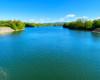 Widok na Jezioro Sieniawskie z zapory wodnej w Sieniawie, po której można przejechać samochodem - tu woda sięga nawet do 30 metrów głębokości.