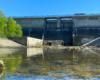 Większość osób spaceruje po zaporach wodnych w Solinie i Myczkowcach w Bieszczadach, a może by tak kolejnym razem wybrać się na wycieczkę jednodniową do Sieniawy zwiedzić zaporę wodną tworzącą Jezioro Sieniawskie?