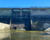 Widok na zaporę wodną w Sieniawie w Beskidzie Niskim, która od 1978 roku wstrzymując wody rzeki Osława tworzy Jezioro Sieniawskie - jedna z najpiękniejszych atrakcji Beskidu Niskiego i super pomysł na wycieczkę jednodniową.