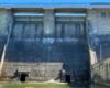 Zbliżenie na komory spustowe, które są otwierane w razie nagłych opadów deszczu - taka jest teoria, ale osoby pracując w zaporze wodnej w Sieniawie wszystkie dane pogodowe dobrze analizują i nigdy nie było konieczności ich otwierania - raz w roku jest wykonywany przegląd czy dobrze działają na wypadek powodzi w Beskidzie Niskim.