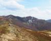 Widoki ze szlaku na Bukowym Berdzie na Kopę Bukowską, Krzemień, Przełęcz Goprowców i najwyższy szczyt Bieszczad Tarnicę - wszystko podczas łatwej wycieczki jednodniowej z Mucznego.