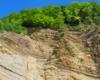 Część skały Olza z odkrywką fliszu karpackiego w Rudawce Rymanowskiej w Beskidzie Niskim, dokąd warto wybrać się na wycieczkę jednodniową.