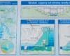 Zdjęcie na mapę z lokalizacją zbiornika Jeziora Sieniawskiego oraz przekrój zapory - tablica znajduje się obok korony zapory wodnej w Sieniawie.
