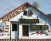 Bar Siekierezada w centrum miejscowości Cisna - to obowiązkowa atrakcja będąc w Bieszczadach, a możecie tu wejść na wycieczce jednodniowej Bieszczady w pigułce, czyli śladami filmu Wataha.