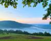 Mgły po zachodzie słońca unoszące się nad wodami Zalewu Myczkowieckiego - to doskonały pomysł na wycieczkę jednodniową...