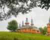 Tęcza nad cerkwią drewnianą w Komańczy, czyli na granicy Bieszczad i Beskidu Niskiego.