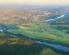 Rzeka San wijąca się między Leskiem, Huzelami, a Postołowiem - to 7 pod względem długości rzeka w Polsce, a największa w Bieszczadach.