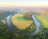 Zakole rzeki San między Postołowiem, a Leskiem - to największa rzeka w Bieszczadach tworząca Zalew Soliński.