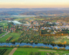Widok od rzeki San aż po góry Słonne, a przede wszystkim miasto Lesko nazywanego bramą prowadzącą na wycieczki w Bieszczady.