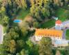 Zamek Kmitów i Ossolińskich w Lesku podziwiany podczas lotu paralotnią nad Bieszczadami, który rozpoczęliśmy ze startowiska paralotniowego w Postołowiu.