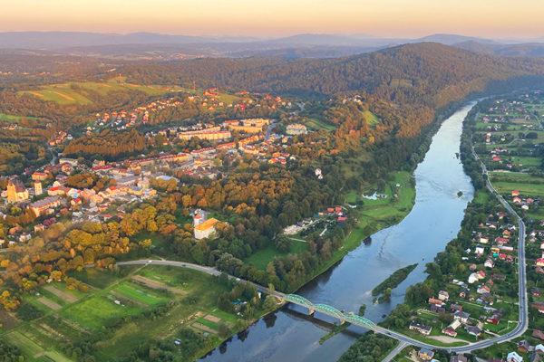 Lesko - kraina szybowisk jest nazywane również bramą prowadzącą w Bieszczady i obowiązkowa atrakcja dla turystów wybierających się na wycieczki po Bieszczadach.
