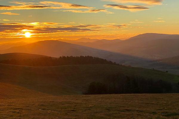 Niepowtarzalny wschód słońca nad Bieszczadami końcem listopada...