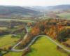 Kolory bieszczadzkiej jesieni nad serpentynami prowadzącymi z Kulasznego w stronę Szczawnego - zdjęcie wykonane z paralotni nad Bieszczadami.