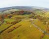 Kulaszne to jedna z najpiękniej położonych miejscowości w Bieszczadach - zdjęcie wykonane podczas lotu paralotnią.