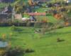 Jeszcze inne zdjęcie stadniny koni Tarpan w Wysoczanach wykonane podczas lotu paralotnią nad Bieszczadami i Beskidem Niskim.