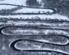 Serpentyny w Górach Słonnych podziwiane podczas lotu paralotnią z Bieszczad w stronę Pogórza Przemyskiego - to jedno z najciekawszych atrakcji w Województwie Podkarpackim i pomysł na wycieczki jednodniowe.