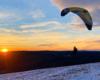 SnowGliding o zachodzie słońca na granicy Bieszczad i Beskidu Niskiego - sport ekstremalny na górze Rzepedka w Nadleśnictwie Lesko - pomysł na atrakcję i wycieczki.