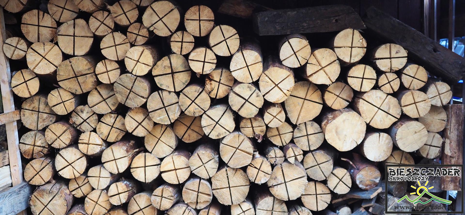 Leśne pochodnie przygotowane na kuligi po Bieszczadach - zostały wymyślone przez Załogę Biura Podróży Bieszczader.