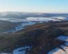 Widok podczas lotu na paralotni nad Beskidem Niskim na Czystogarb i dalej Wisłok.