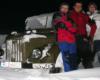 Kandydaci na ratowników Bieszczadzkiej Grupy GOPR przy samochodzie zasypanym śniegiem Lutka Pińczuka (przed egzaminem ;-)) - 20 styczeń 2006.