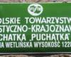 Tabliczka na dawnym schronisku Chatki Puchatka na grzbiecie Połoniny Wetlińskiej - 4 październik 2009.